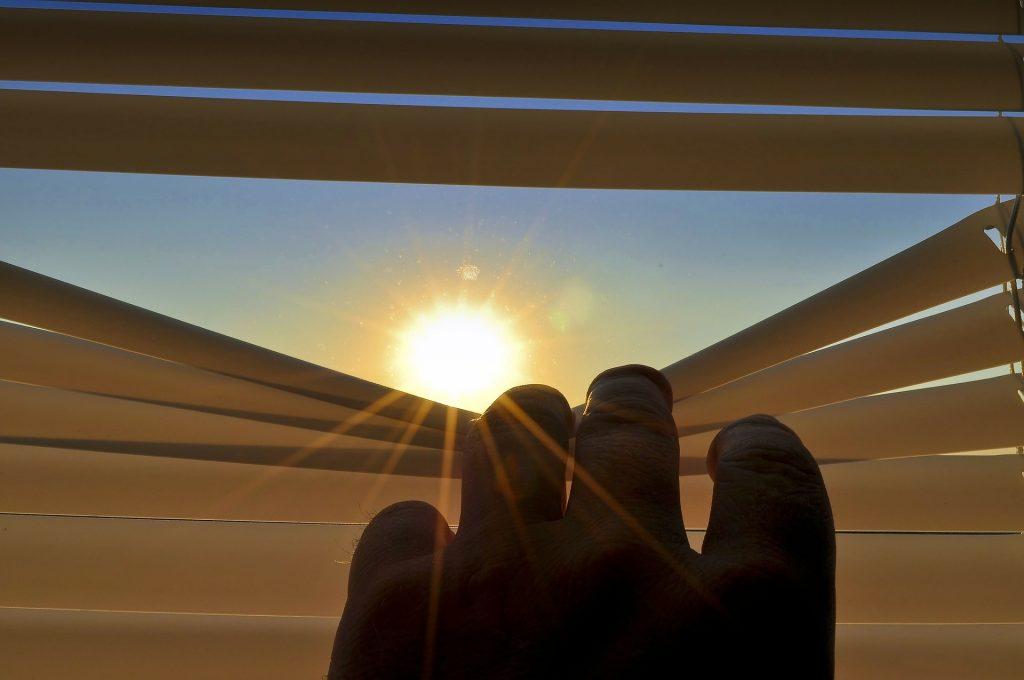 Sonnenschutz für Zuhause, die einfache Metalljalousine.