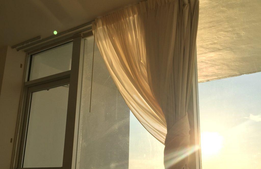 Sonnenschutz für Zuhause - Der Vorhang